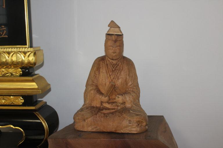 可児市天龍寺にある明智光秀公木彫りの像